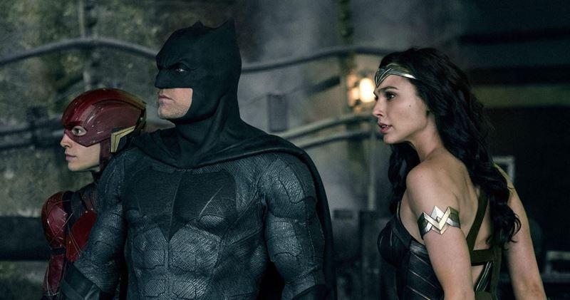 DC filmleri izleme sırası